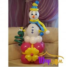 Снеговик с подарком