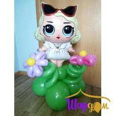 Фольгированная кукла с очками на полянке